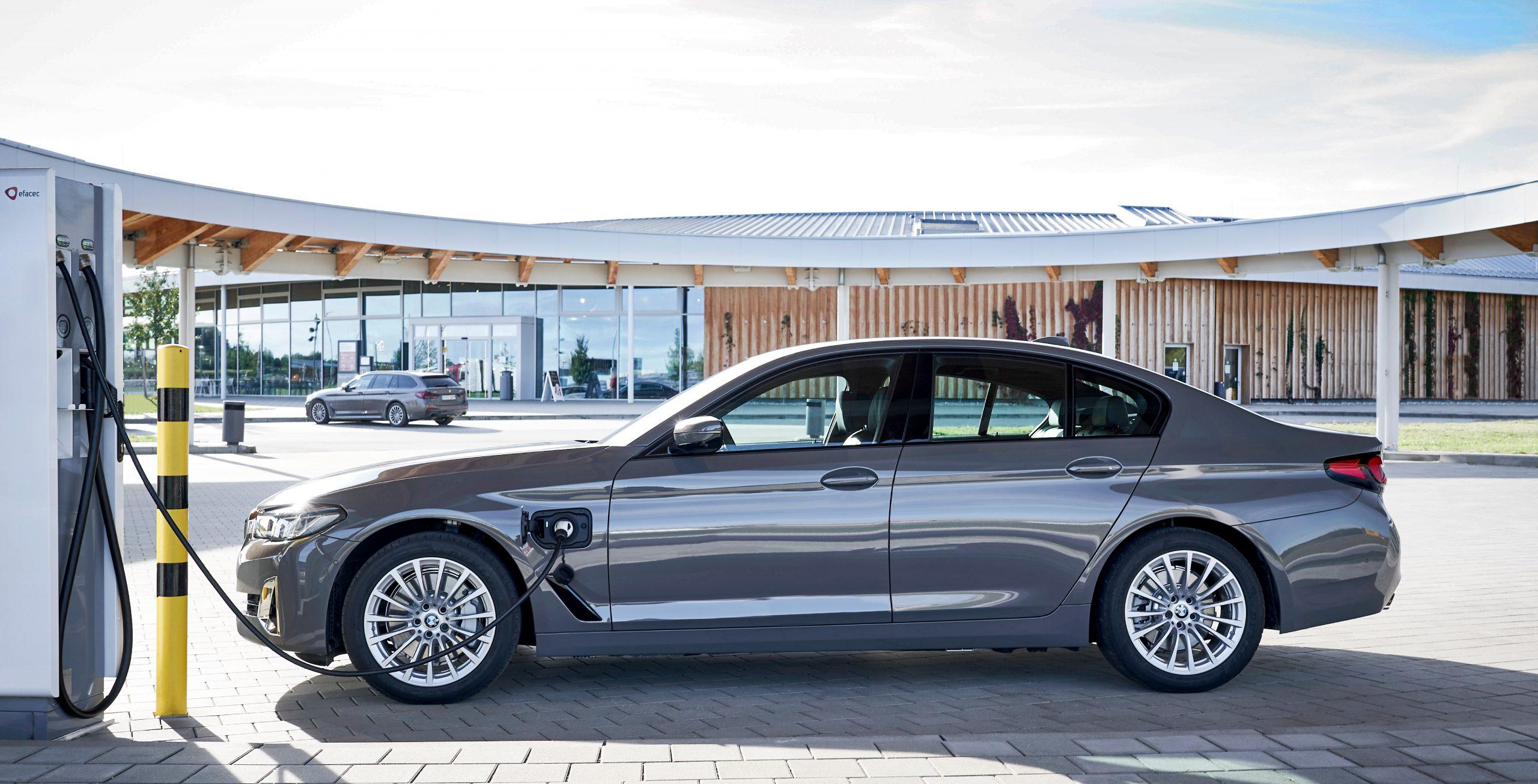 De nieuwe BMW 320e en 520e Sedan en Touring